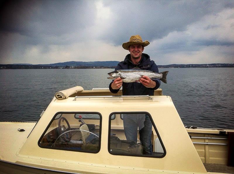 Dennis mit Seeforelle 61cm 2,3kg